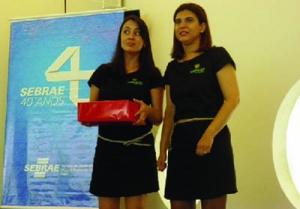 Gabriele e sua sócia Bruna, em evento do Sebrae: agência no município de Goianésia foi fundamental para o sucesso / Foto: Arquivo Pessoal