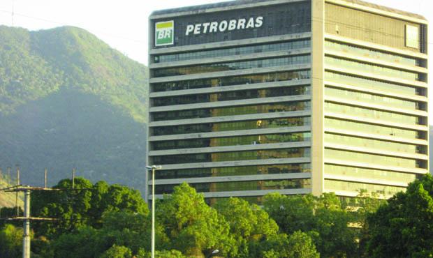 A Petrobrás, uma das maiores empresas do mundo, está sendo aviltada a níveis inimagináveis pelo governo do PT da presidente Dilma Rousseff