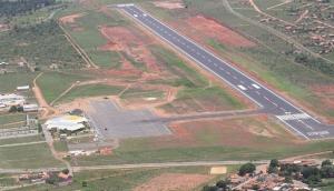 A pista de 1,3 mil metros de extensão do aeroporto de Pirenópolis foi construída pelo 11º BEC