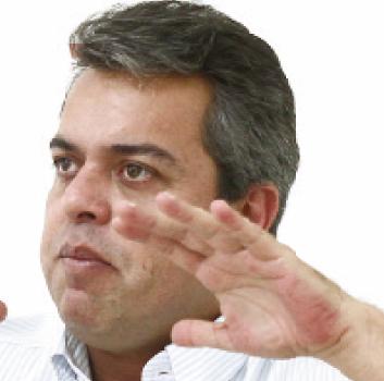 """Ex-deputado Ernesto Roller: """"Água é um grande problema"""""""