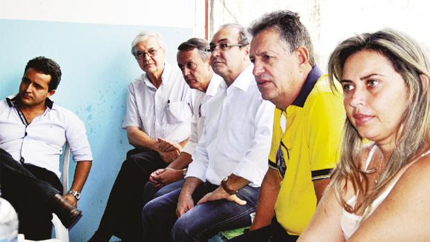 Prefeito Jânio Darrot com lideranças de Aragoiânia e outras cidades da região: ideias para plano de governo Foto: Iris Roberto