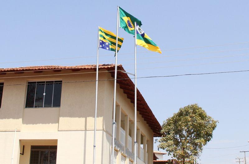 ceac90b01f5 Bandeira de Goiás é içada de ponta cabeça na Câmara Municipal ... - Jornal  Opção