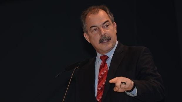 Mais de dez ministros já colocaram cargos à disposição de Dilma, diz Mercadante