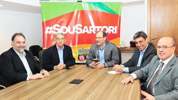 José Ivo Sartori (PMDB), ao centro, se reúne com equipe de transição para o governo do Rio Grande do Sul | Foto: Facebook / Sartori 15