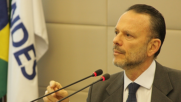 Economista e presidente do BNDES, Luciano Coutinho falou com pelo menos três senadores | Foto: Site BNDES