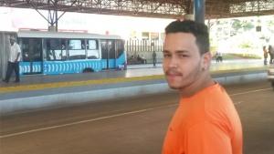 """""""Parece não ser muita coisa, mas, ao final, pesa bastante no orçamento"""", diz o jovem Vinícius Tavares l Foto Marcelo Gouveia"""
