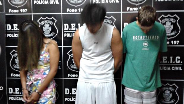 Carla Alves (esquerda), Samuel e Rafael (direita)   Foto: Laura Machado