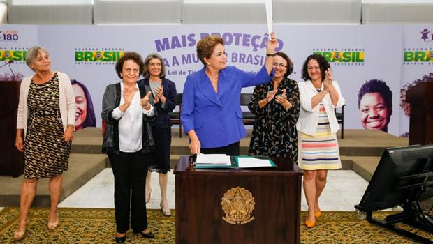 Dilma sanciona lei que tipifica o feminicídio | Foto: reprodução / Twitter Blog do Planalto