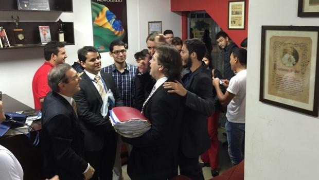 Reitor chega ao CA de Direito para entregar cadeira simbólica | Foto: arquivo pessoal