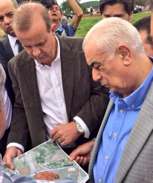 Prefeito Paulo Garcia apresenta projeto das obras para o ministro | Foto: Prefeitura de Goiânia