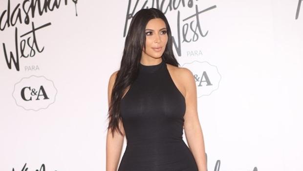 Kim Kardashian durante evento   Reprodução