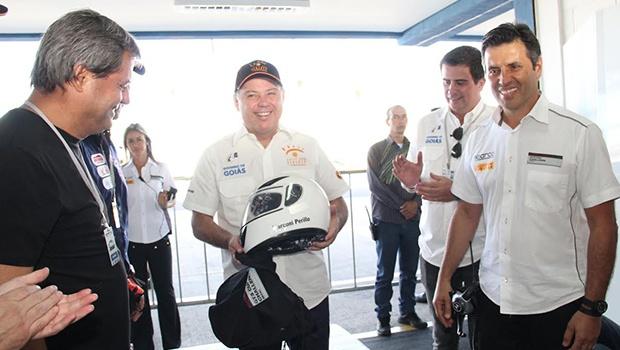 Jayme Rincón, pré-candidato ao Paço Municipal e Marconi Perillo (centro), durante visita ao Autódromo   Foto: Divulgação