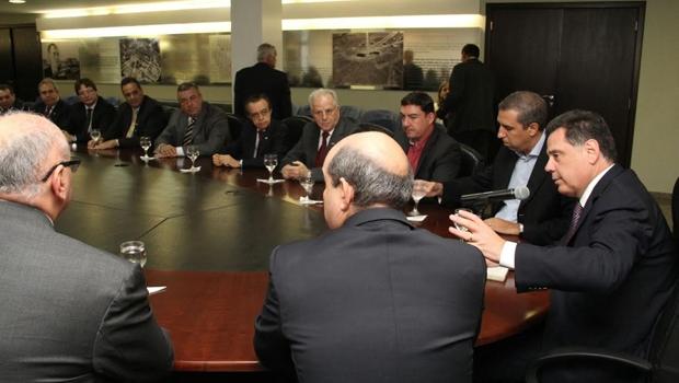 Marconi seu reuniu com empresários e representantes da Celg no Palácio Pedro Ludovico Teixeira | Foto: Divulgação