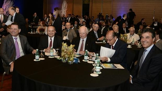 Governador Marconi Perillo ao lado do governador de MT, Pedro Taques, do empresário Jorge Gerdau, dos governadores Geraldo Alckmin (SP) e Beto Richa (PR)