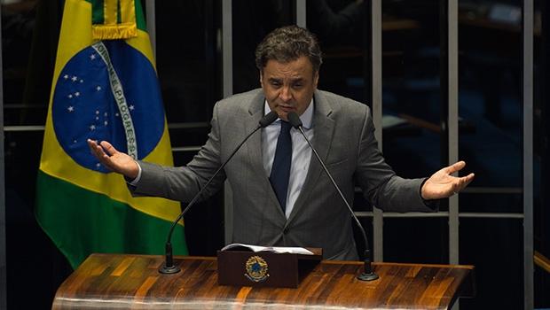 """Senador tucano Aécio Neves: """"Apresidente Dilma vai ter de responder por crime de responsabilidade perante o Congresso Nacional""""  Fabio Rodrigues Pozzebom/Agência Brasil"""