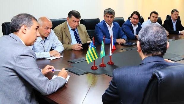 Vice-governador e secretário de Desenvolvimento (SED), José Eliton recebeu comitiva | Foto: Divulgação