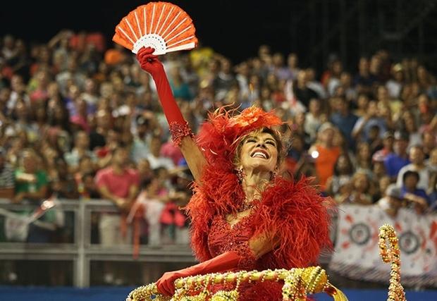 A atriz durante desfile da Mocidade Alegre, de São Paulo   Foto: Liga SP