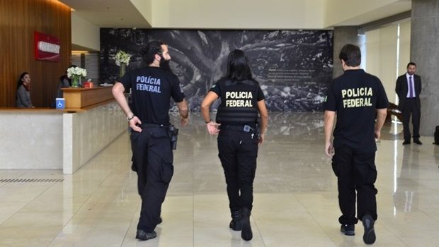 Agentes chegam à sede da Odebretch | Foto: Rovena Rosa/ Agência Brasil
