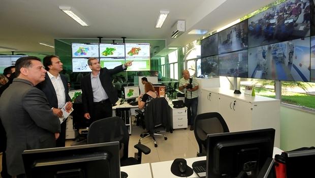 Governador de Goiás Marconi Perillo (PSDB), governador do Ceará Camilo Santana (PT) e o secretário estadual de Saúde Leonardo Vilela visitam Central | Foto: Laison Damasio