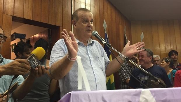 Paulo Garcia, em discurso, durante solenidade na Câmara Municipal | Foto: Alexandre Parrode