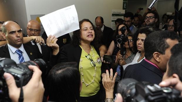 Deputada disse que ainda não há números fechados, mas que a oposição pode ter certeza que não conseguirá os 342 votos necessários | Foto: Lucio Bernardo Junior / Câmara dos Deputados