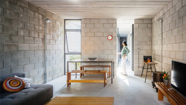 Interior da casa da Dona Dalva mostra como um pequeno espaço pode ser reaproveitado de forma racional | Foto: