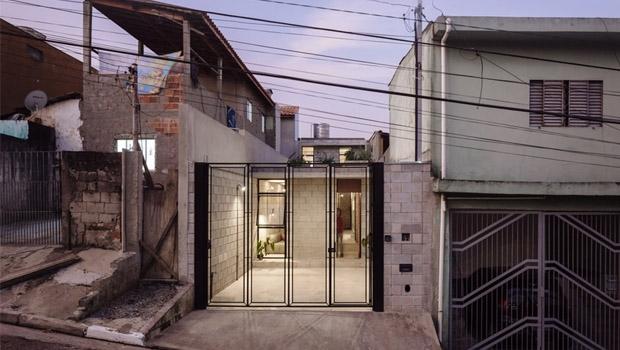 A casa da Dona Dalva e o contraste com habitações típicas da periferia | Foto: Pedro Kok/Terra e Tuma Arquitetos
