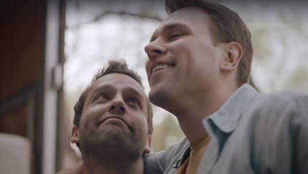 Colgate lança seu primeiro comercial com casal gay. Assista - Jornal Opção