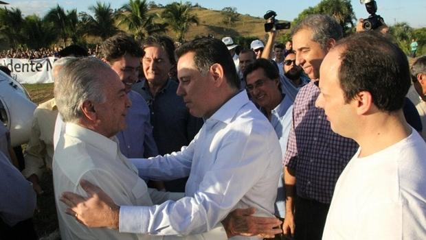 O presidente interino Michel Temer (PMDB) e o governador Marconi Perillo (PSDB) trocaram elogios durante a festa de aniversário do senador Wilder Morais (PP) | Foto: Gabinete de Imprensa