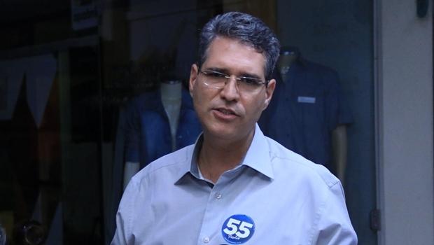 Francisco Jr. durante gravação de programa eleitoral