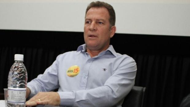 Major Araújo no debate do DCE da UFG . O candidato a vice foi vaiado e pediu desculpas ao final   Foto: Reprodução