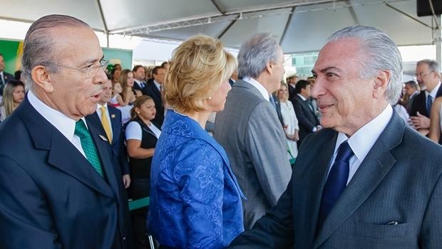 Presidente Michel Temer cumprimenta o ministro Eliseu Padilha   Foto: Beto Barata/PR