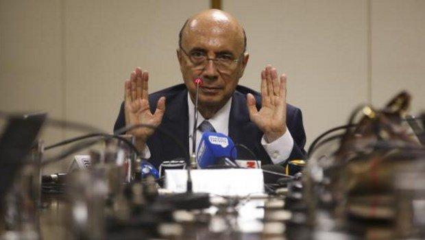 O ministro Henrique Meirelles concede entrevista a jornalistas após café da manhã   Foto: Antônio Cruz/Agência Brasil