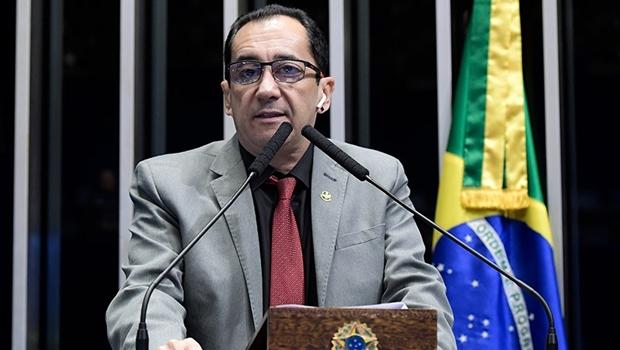 Kajuru critica deputados que jogam pra si e contra a sociedade e ganha destaque na Folha de S. Paulo