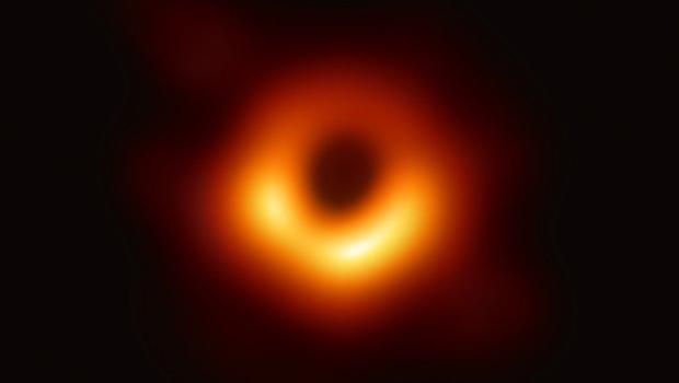 Imagem do M87* feita pelo EHT
