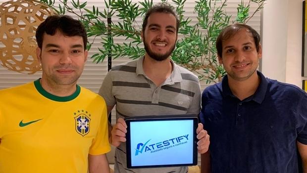Integrantes da startup que combate atestados médicos falsificados