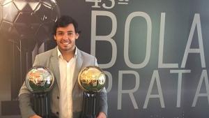 Ex-jogador do Goiás ganha prêmio de melhor jogador do Campeonato Brasileiro