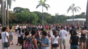 Protesto contra Cunha leva mil pessoas às ruas de Goiânia. Veja fotos