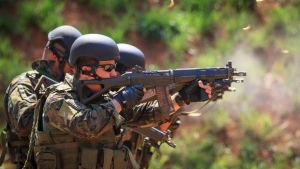 Grupo de operações especiais da Aeronáutica faz treinamento em Goiânia