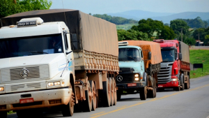 Agetop restringe circulação de veículos pesados nos principais trechos do Estado