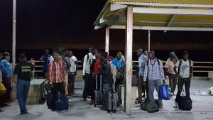 Barco com 25 imigrantes é resgatado na costa do Maranhão