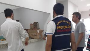 Procon Goiás e Decon doam álcool 70 e máscaras descartáveis à SMS