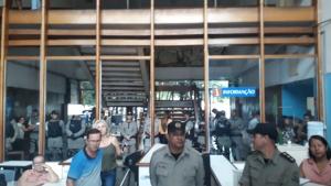 Em protesto, servidores da Educação ameaçam invadir Seduce e polícia é acionada