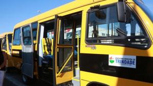 Jânio Darrot entrega seis ônibus para serem utilizados por alunos que moram na zona rural do município