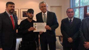 Agente penitenciário que recusou proposta de suborno é homenageado no Palácio