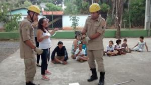 Corpo de Bombeiros captura cobra em horta de escola em Goiânia