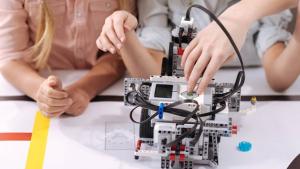 Escola de tecnologia oferece curso gratuito em comemoração ao dia dos pais