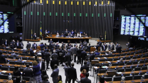 Câmara pretende fazer reforma política fatiada, diz deputado
