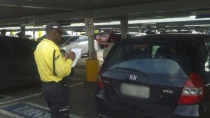 Agente de trânsito que aplicar multa deverá ser identificado