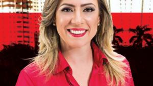 """Adriana Accorsi não precisa mas aparece """"retocada"""" em novas fotos nas redes sociais"""